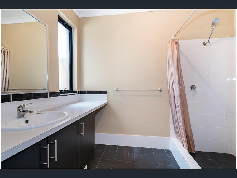 https://propertyphotos.vaultre.com.au/835/1407472__1569479292-30802-image10.jpg