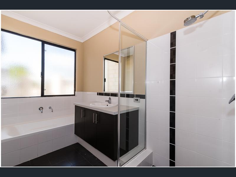 https://propertyphotos.vaultre.com.au/835/1407480__1569479315-21608-image15.jpg
