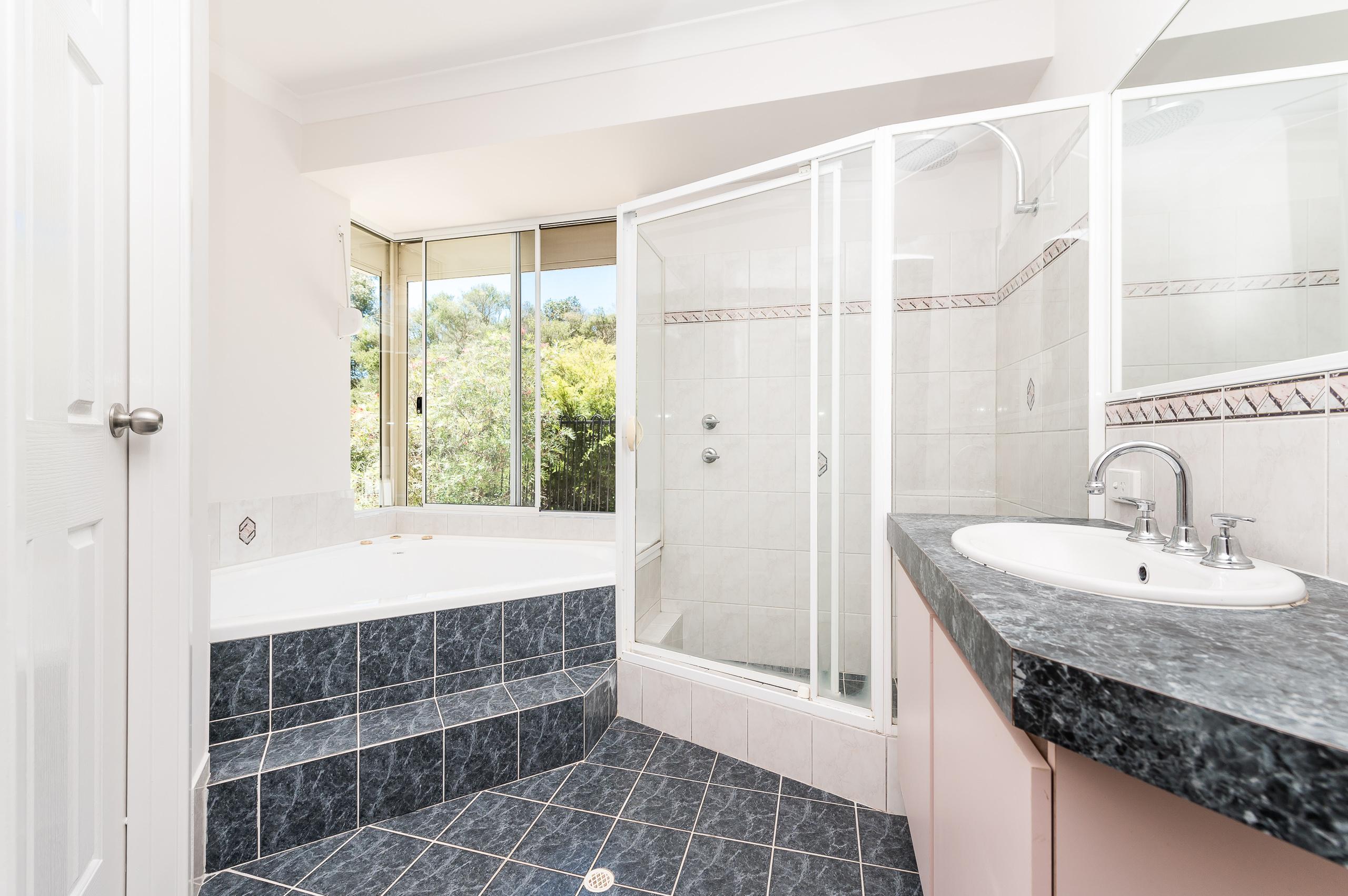 https://propertyphotos.vaultre.com.au/835/14483816__1603773193-24454-14SurflinCourtCasuarina-12.jpg