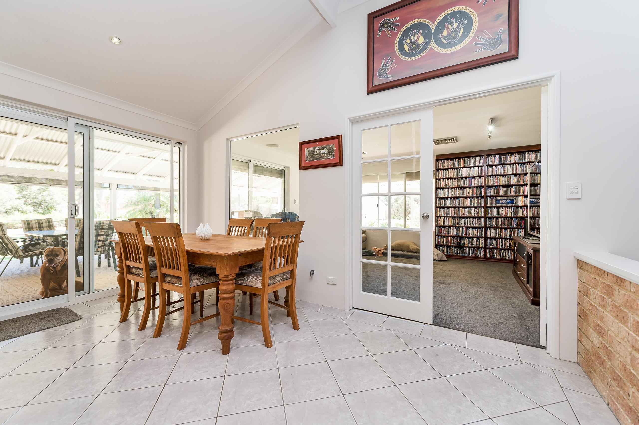 https://propertyphotos.vaultre.com.au/835/14483841__1603773285-24499-14SurflinCourtCasuarina-17.jpg