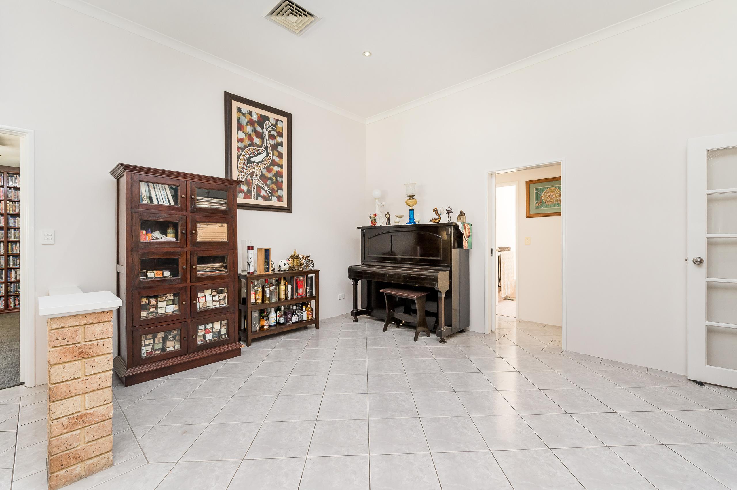 https://propertyphotos.vaultre.com.au/835/14483846__1603773311-24515-14SurflinCourtCasuarina-19.jpg