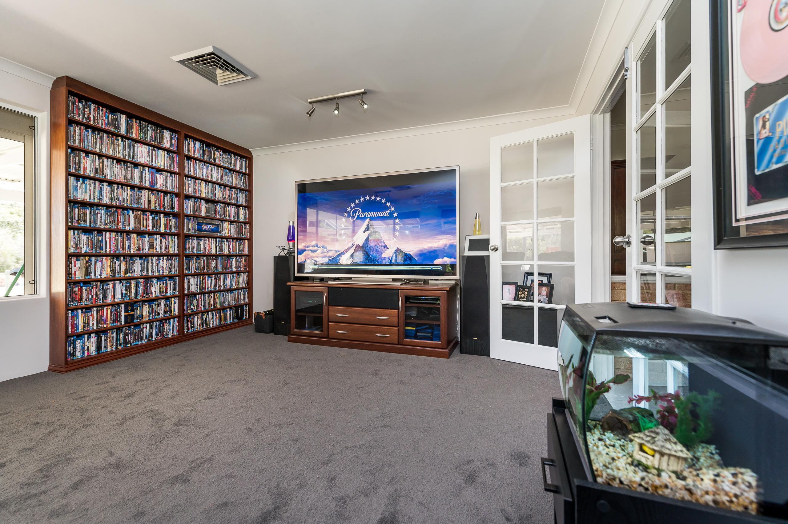 https://propertyphotos.vaultre.com.au/835/14483852__1603773331-24557-14SurflinCourtCasuarina-20.jpg