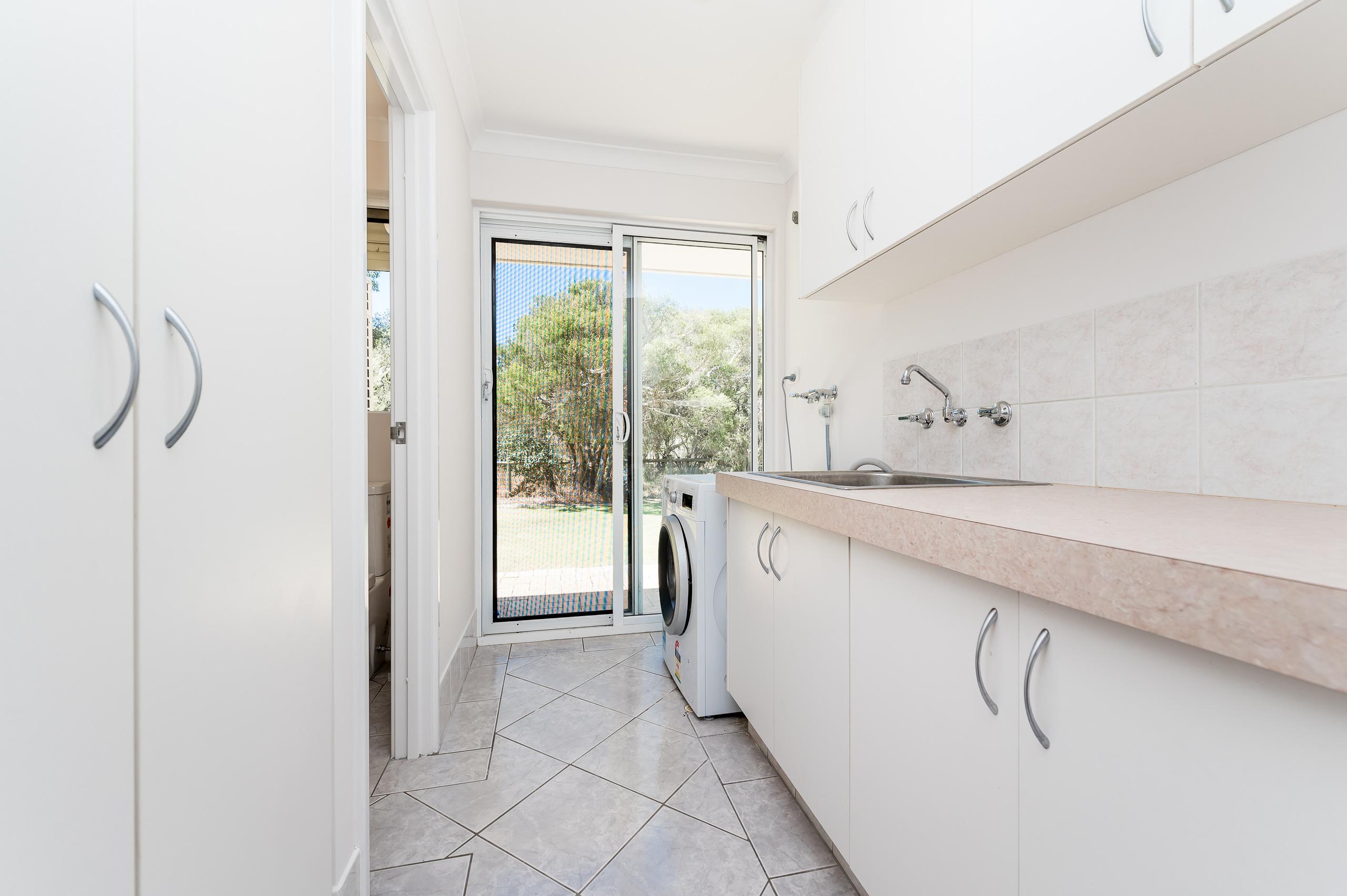 https://propertyphotos.vaultre.com.au/835/14483879__1603773403-24603-14SurflinCourtCasuarina-26.jpg