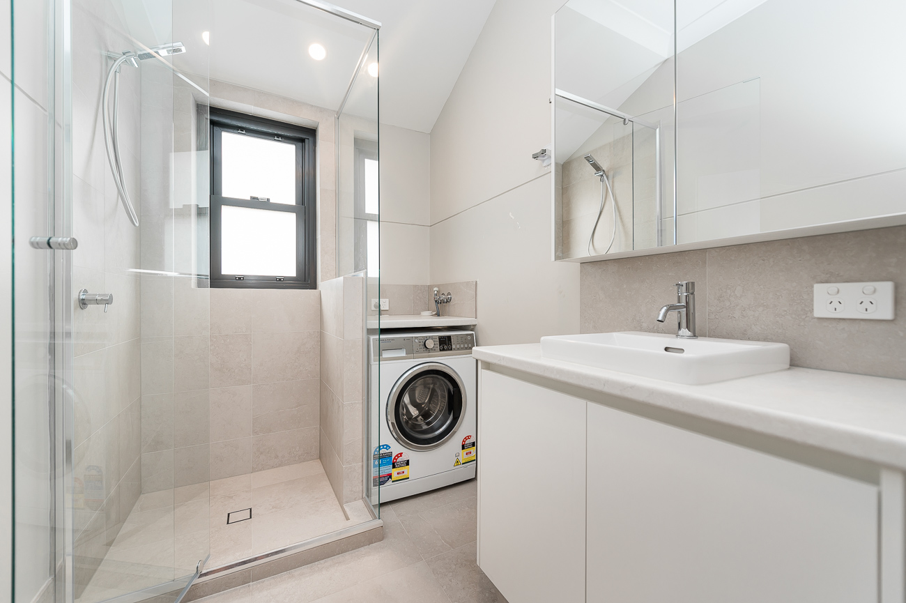 https://propertyphotos.vaultre.com.au/835/15711765__1605157141-12679-8152BroadwayCrawley-11.jpg