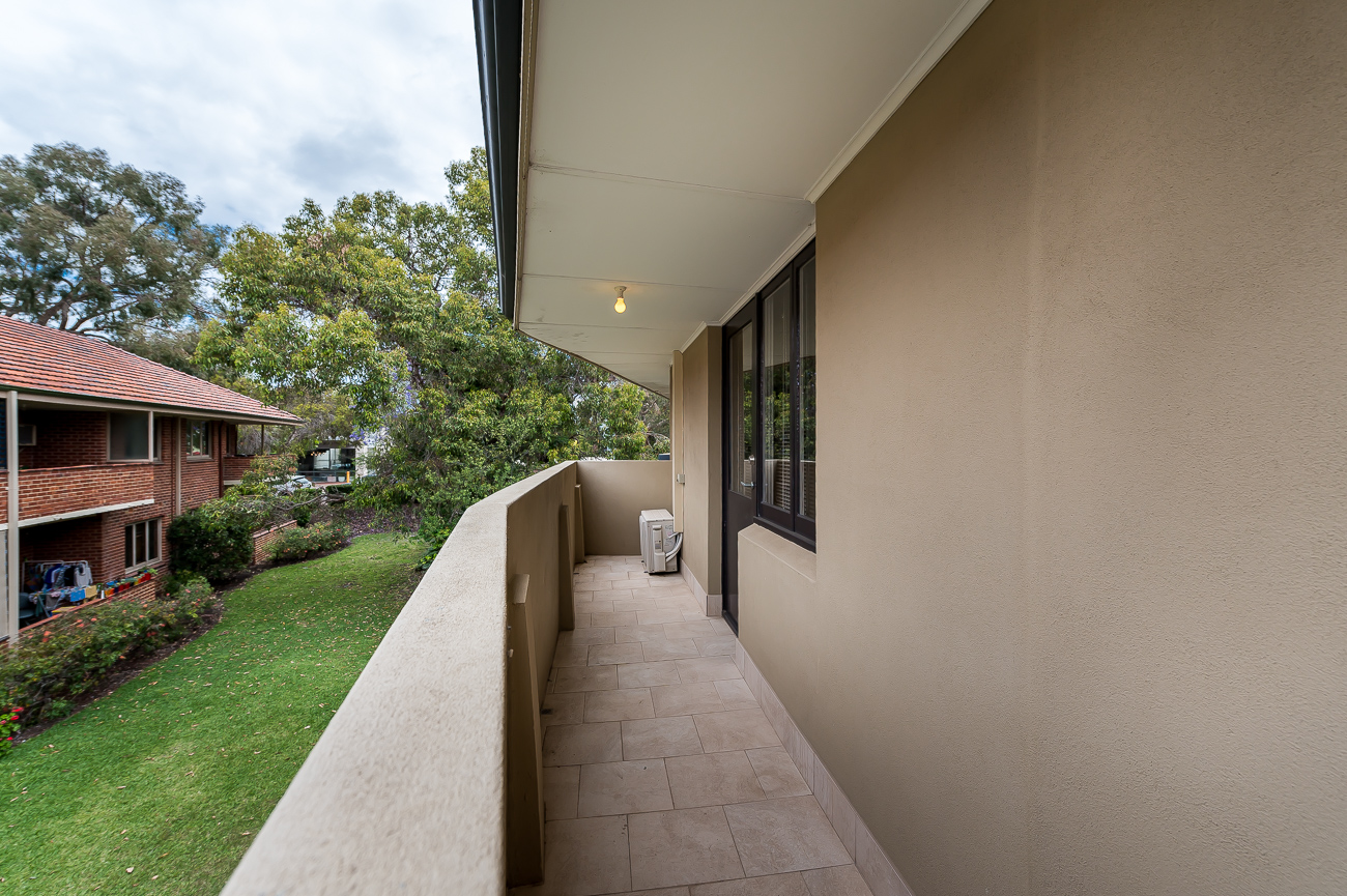 https://propertyphotos.vaultre.com.au/835/15711767__1605157143-19556-8152BroadwayCrawley-12.jpg