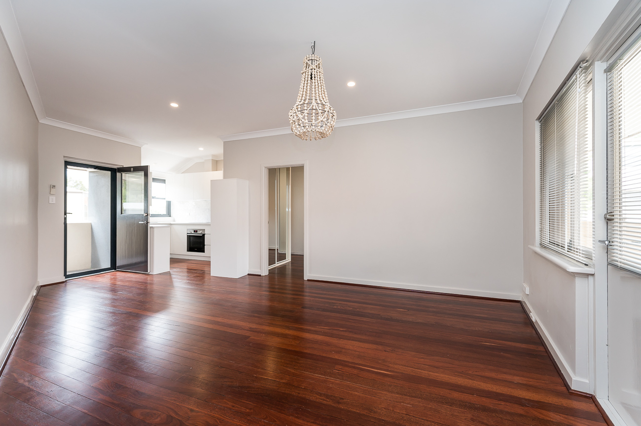 https://propertyphotos.vaultre.com.au/835/15711783__1605157154-27549-8152BroadwayCrawley-5.jpg