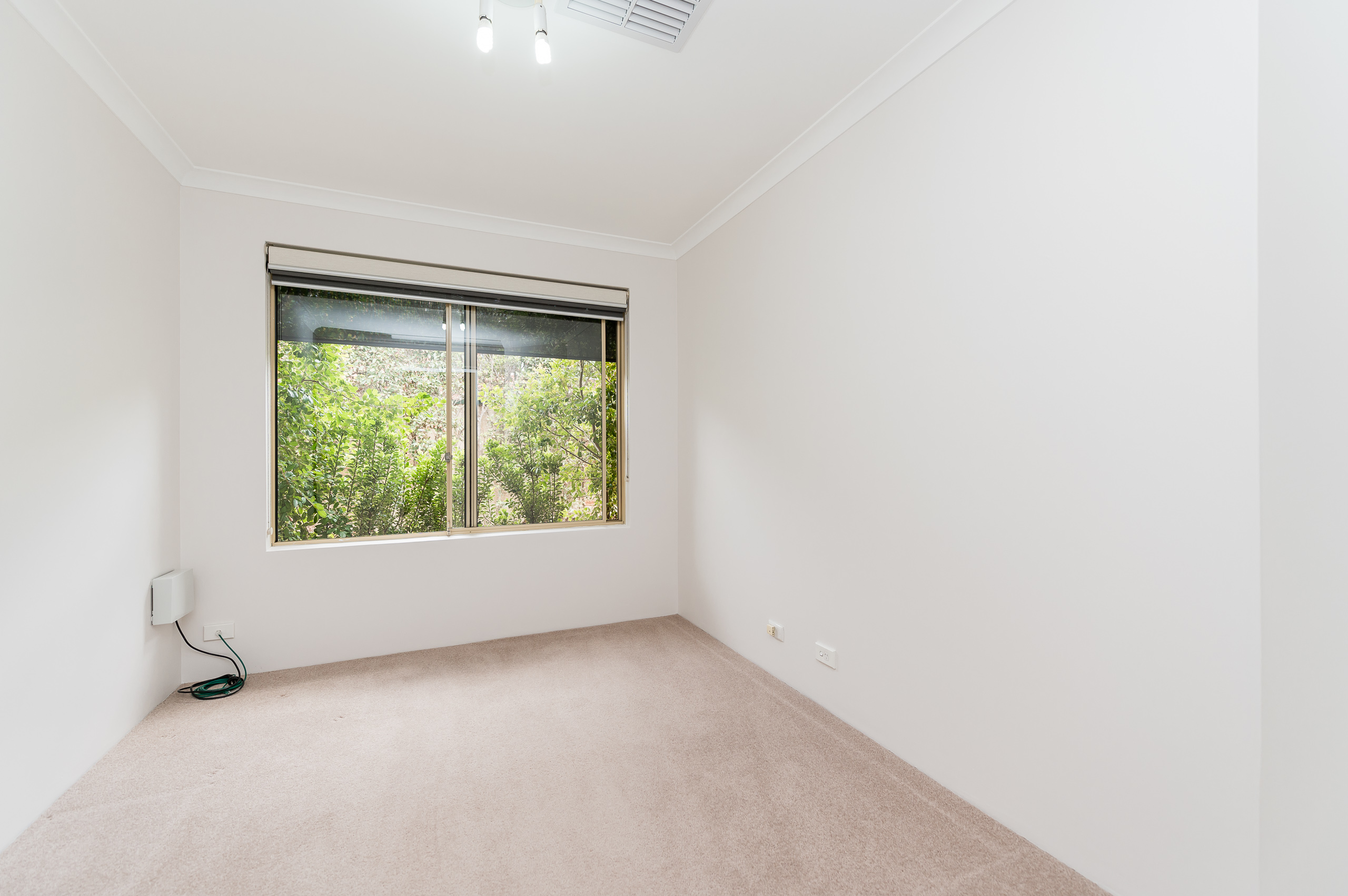 https://propertyphotos.vaultre.com.au/835/15713270__1605161527-26271-8AWrenStMtPleasant-13.jpg