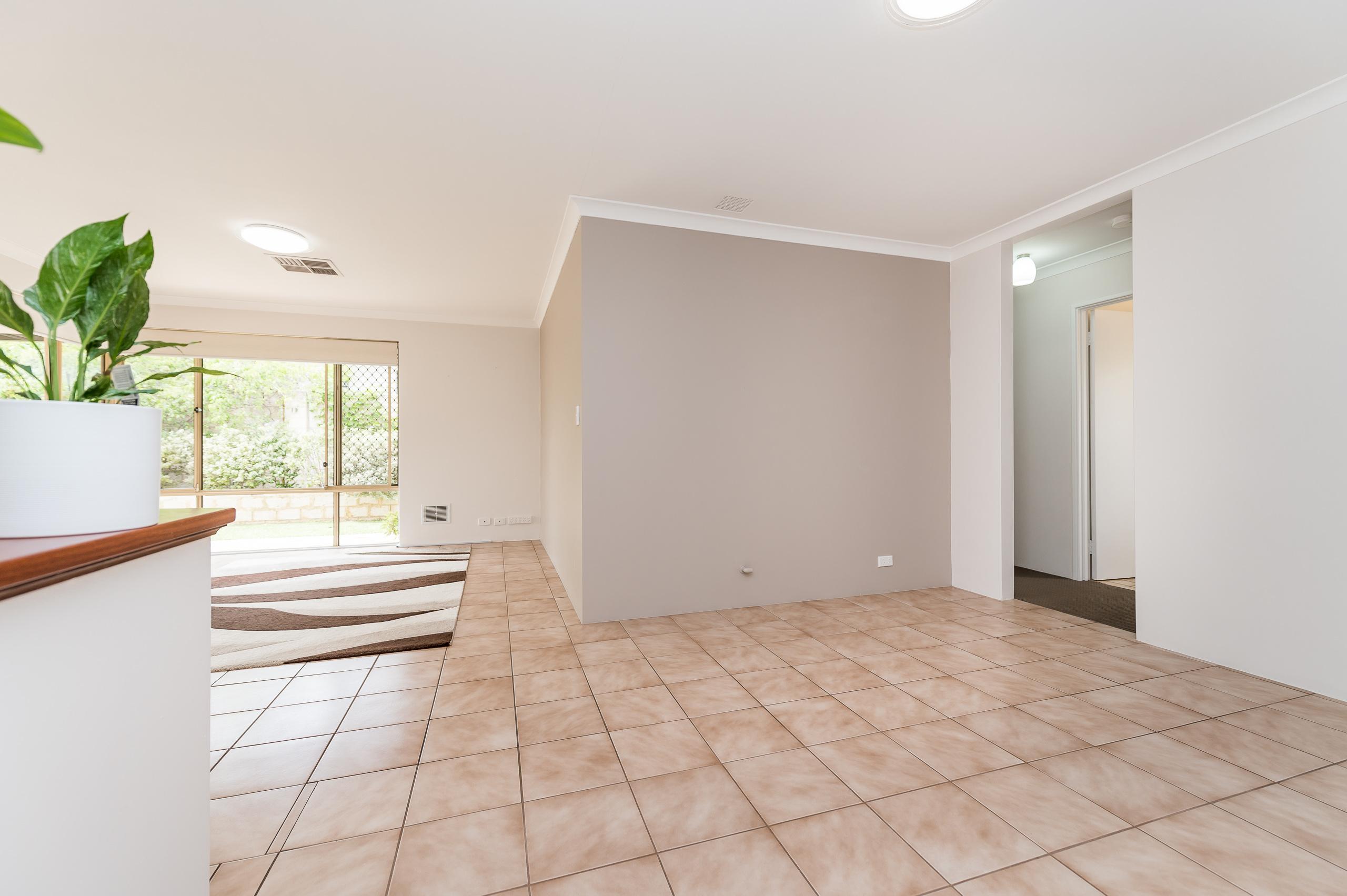 https://propertyphotos.vaultre.com.au/835/15713279__1605161602-26326-8AWrenStMtPleasant-20.jpg