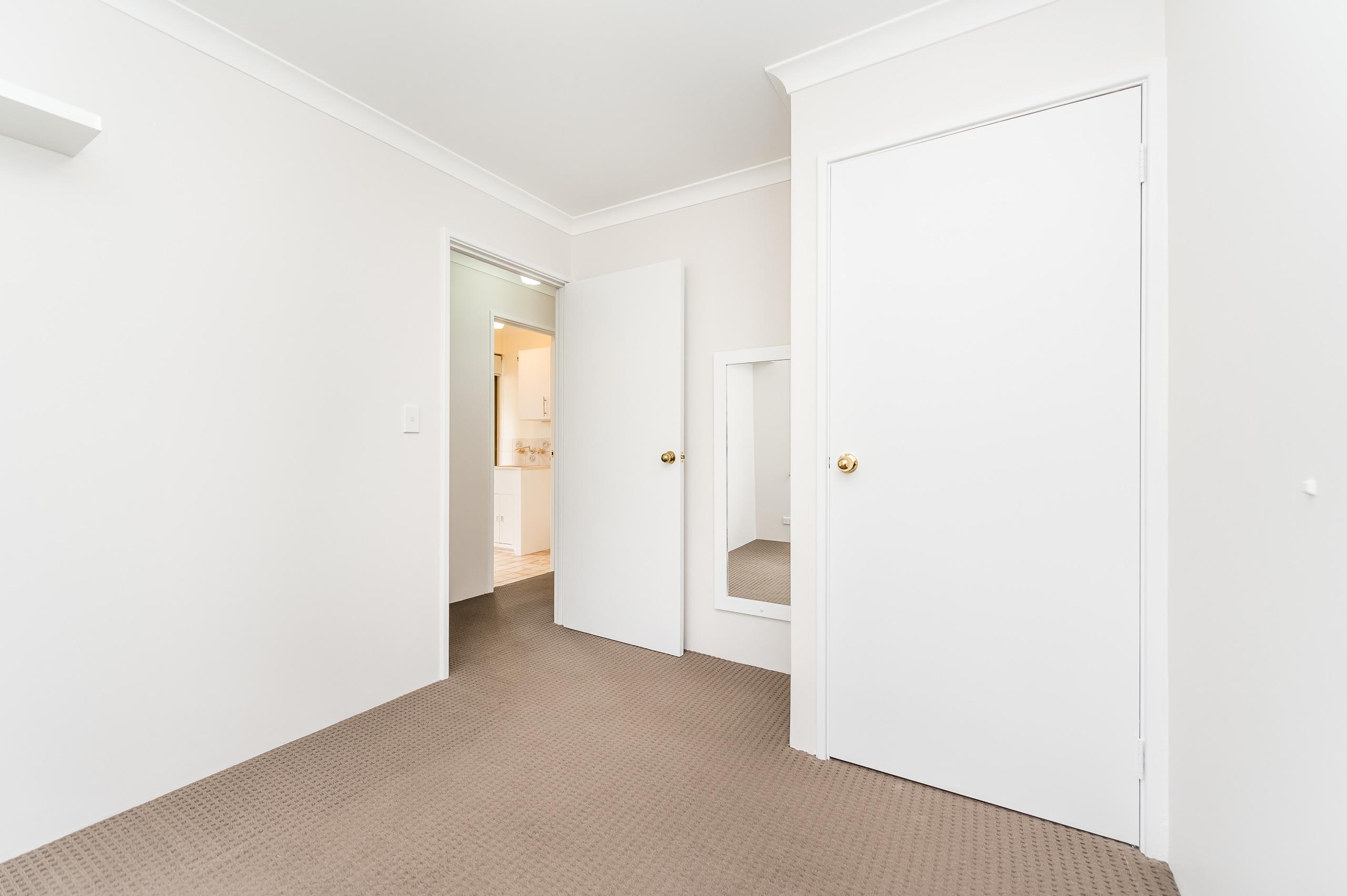 https://propertyphotos.vaultre.com.au/835/15713281__1605161620-26338-8AWrenStMtPleasant-22.jpg