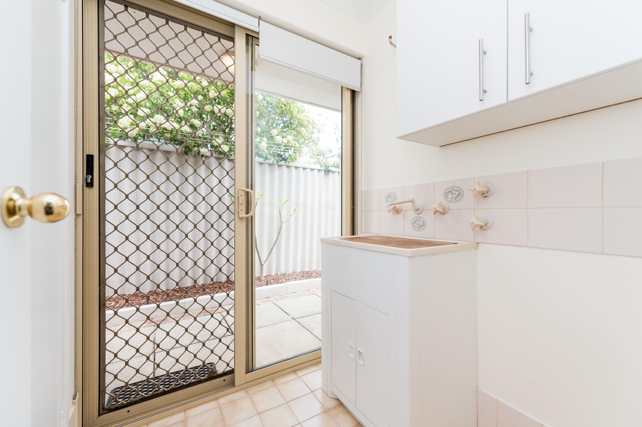 https://propertyphotos.vaultre.com.au/835/15713286__1605161642-26352-8AWrenStMtPleasant-24.jpg