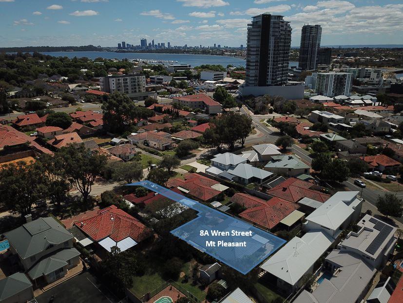 https://propertyphotos.vaultre.com.au/835/15713899__1605164605-13660-DroneOverlay.JPG