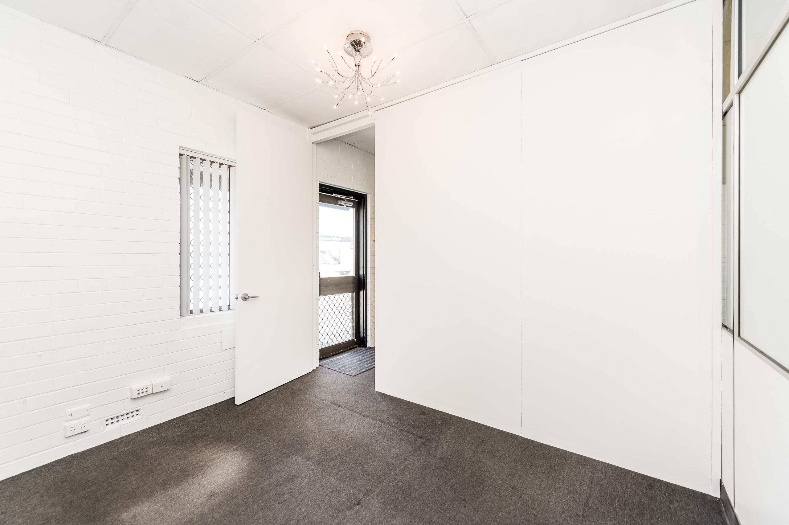 https://propertyphotos.vaultre.com.au/835/15822982__1606041339-20799-1026ShieldsCresBooragoon-7.jpg