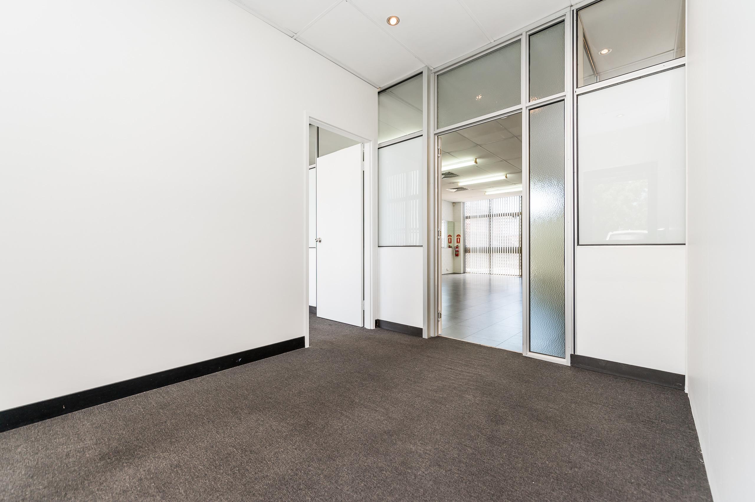 https://propertyphotos.vaultre.com.au/835/15822983__1606041352-20806-1026ShieldsCresBooragoon-8.jpg