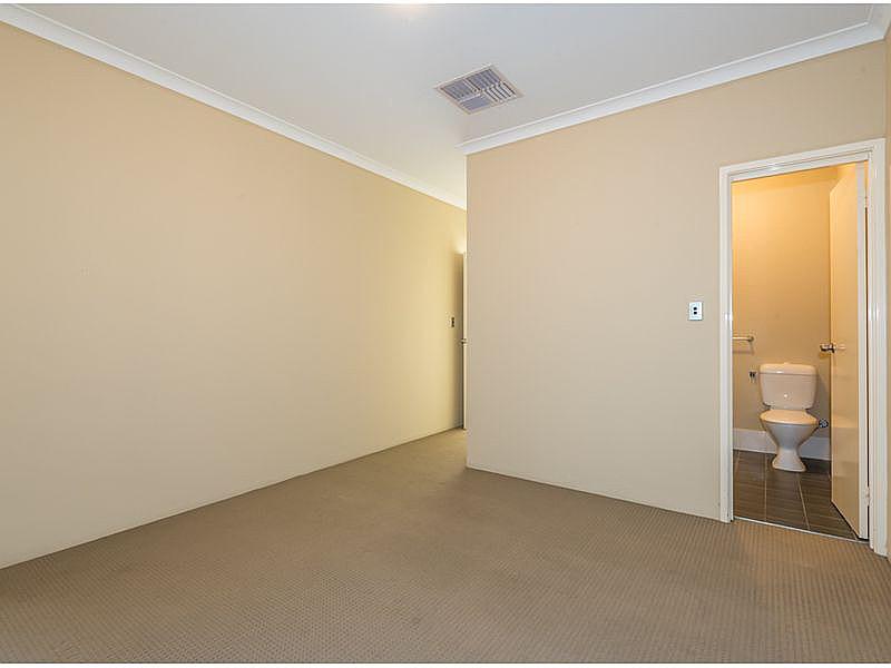 https://propertyphotos.vaultre.com.au/835/15859713__1606195887-22192-reaimport-1568684989-347499-29165.jpg