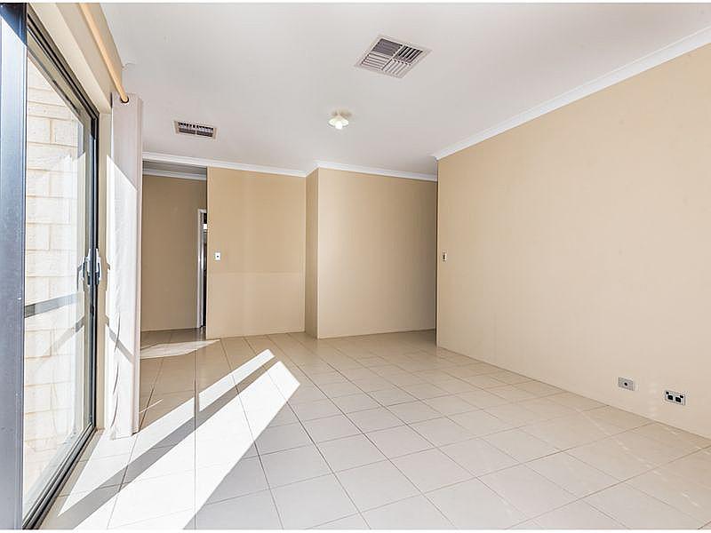 https://propertyphotos.vaultre.com.au/835/15859715__1606195889-25446-reaimport-1568684987-347499-29165.jpg