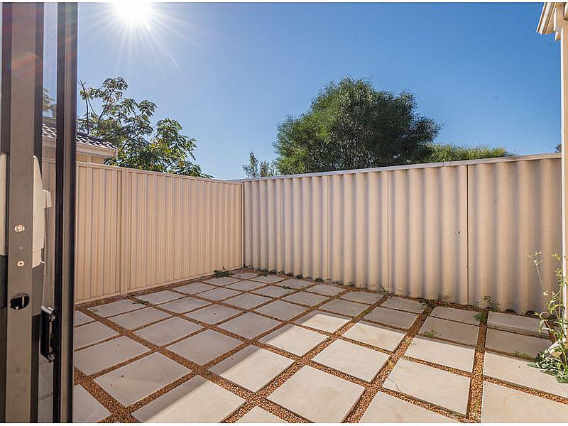 https://propertyphotos.vaultre.com.au/835/15859716__1606195890-19499-reaimport-1568684988-347499-29165.jpg