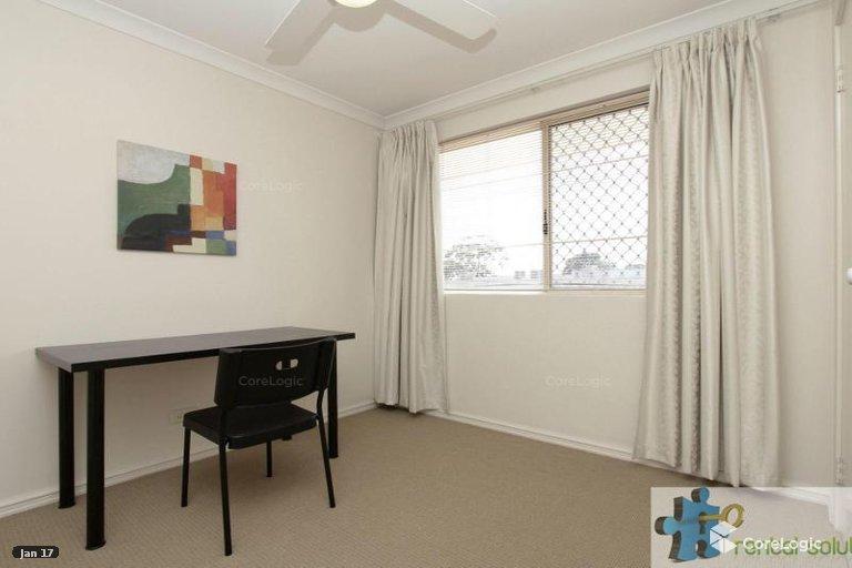 https://propertyphotos.vaultre.com.au/835/15860820__1606199269-5345-11.jpg