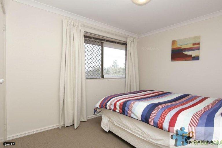 https://propertyphotos.vaultre.com.au/835/15860821__1606199270-9488-12.jpg