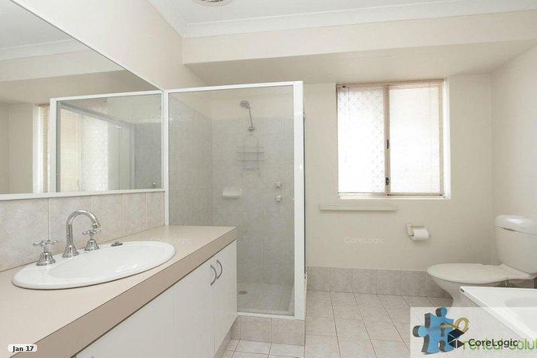 https://propertyphotos.vaultre.com.au/835/15860822__1606199271-14279-13.jpg