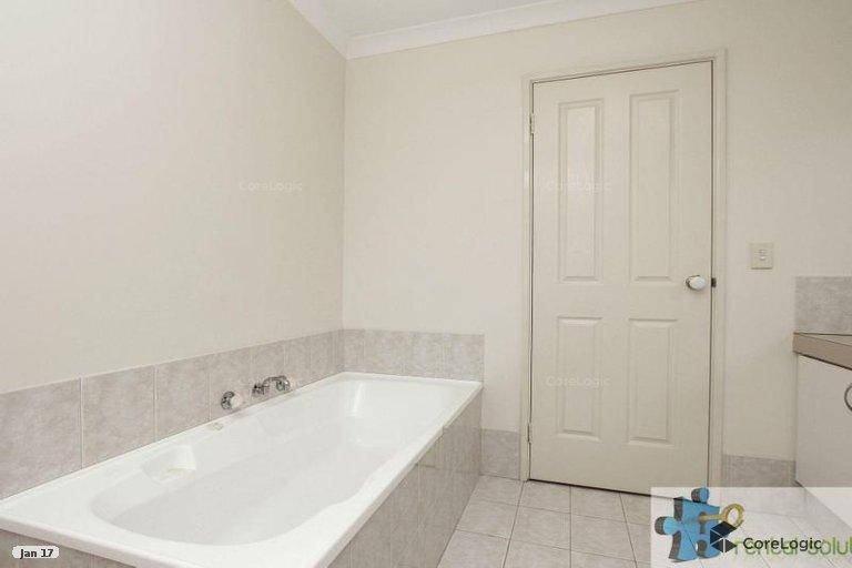 https://propertyphotos.vaultre.com.au/835/15860823__1606199272-2717-14.jpg