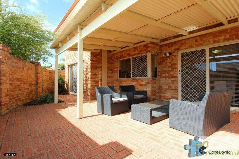 https://propertyphotos.vaultre.com.au/835/15860825__1606199275-9501-16.jpg