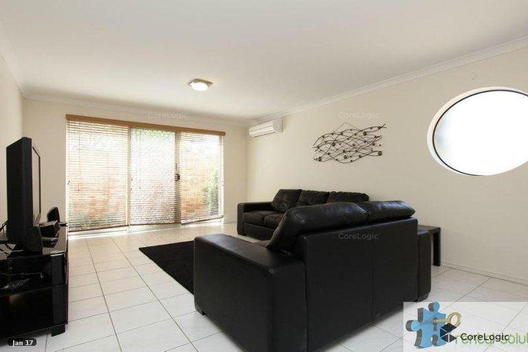 https://propertyphotos.vaultre.com.au/835/15860828__1606199278-14302-2.jpg