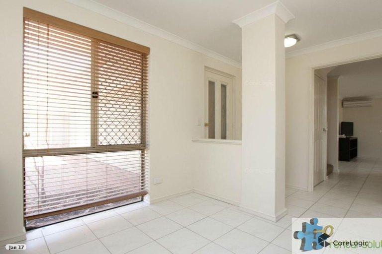 https://propertyphotos.vaultre.com.au/835/15860829__1606199279-5379-3.jpg