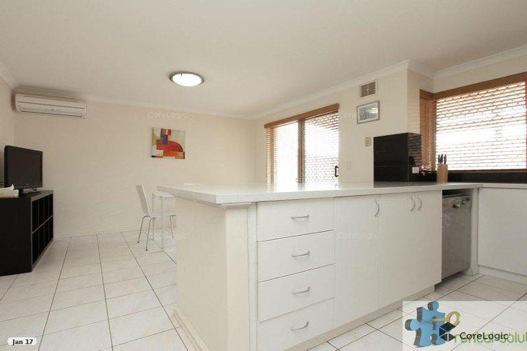https://propertyphotos.vaultre.com.au/835/15860830__1606199280-26572-4.jpg