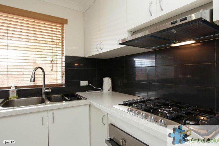 https://propertyphotos.vaultre.com.au/835/15860831__1606199281-9059-5.jpg