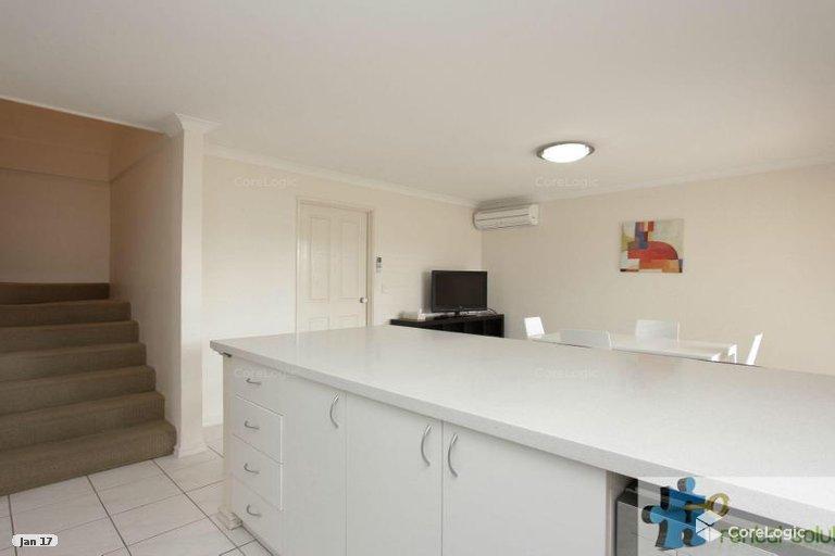 https://propertyphotos.vaultre.com.au/835/15860832__1606199282-17777-6.jpg