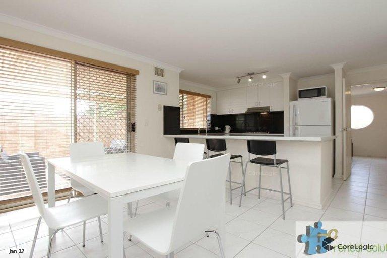 https://propertyphotos.vaultre.com.au/835/15860834__1606199284-5407-8.jpg