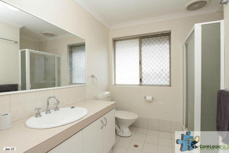 https://propertyphotos.vaultre.com.au/835/15860836__1606199286-11334-10.jpg