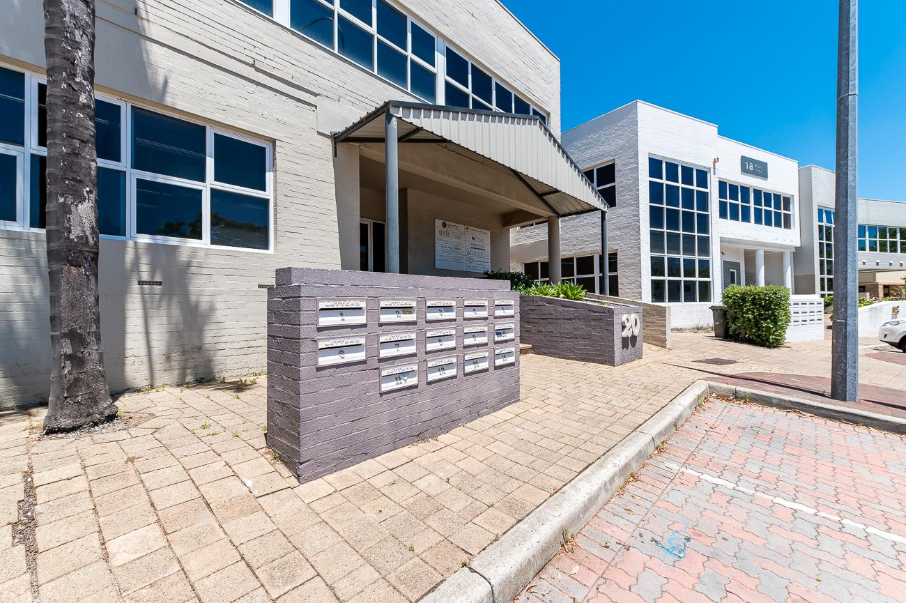 https://propertyphotos.vaultre.com.au/835/1623383998-1-Address-70.jpg