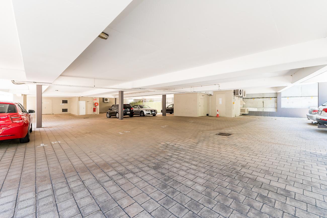 https://propertyphotos.vaultre.com.au/835/1623383998-13-Address-62.jpg