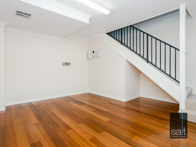 https://propertyphotos.vaultre.com.au/835/16396611__1607481651-20741-WEB23784CanningHighwayApplecross2.jpg