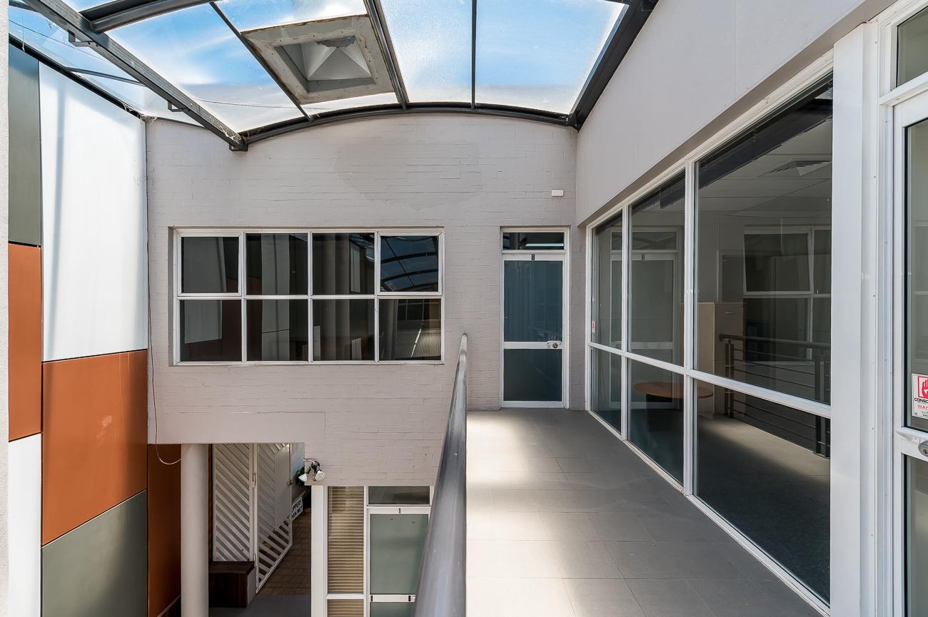 https://propertyphotos.vaultre.com.au/835/16431021__1607650008-19506-Address-27.jpg