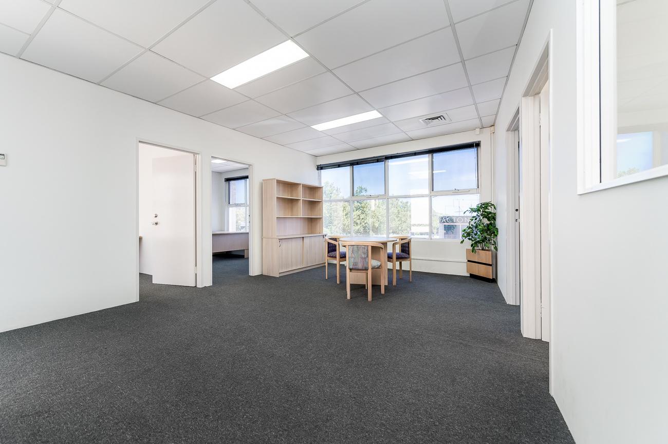 https://propertyphotos.vaultre.com.au/835/16431025__1607650020-28185-Address-30.jpg