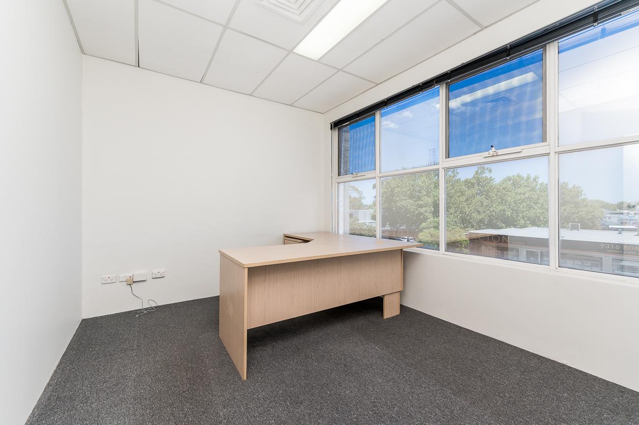 https://propertyphotos.vaultre.com.au/835/16431033__1607650041-21593-Address-31.jpg