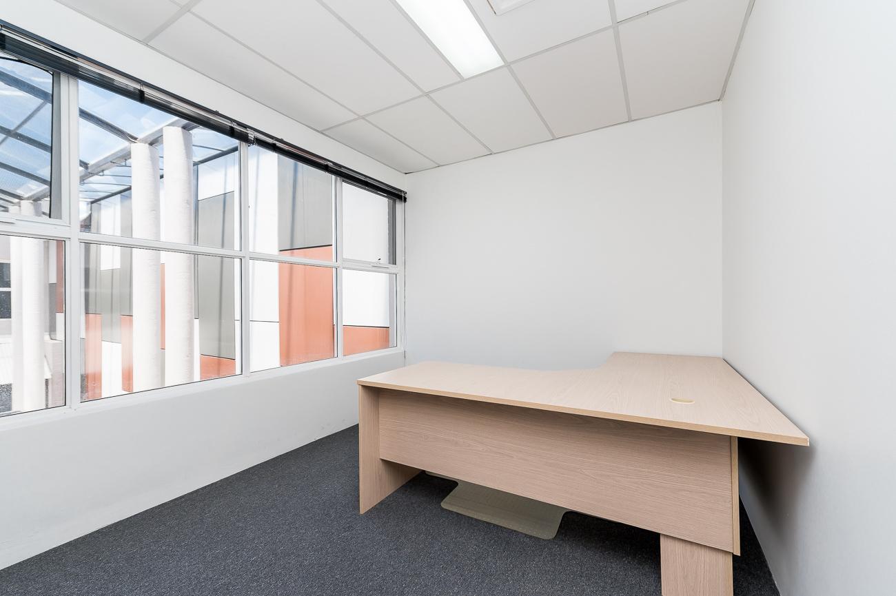 https://propertyphotos.vaultre.com.au/835/16431039__1607650047-24167-Address-36.jpg