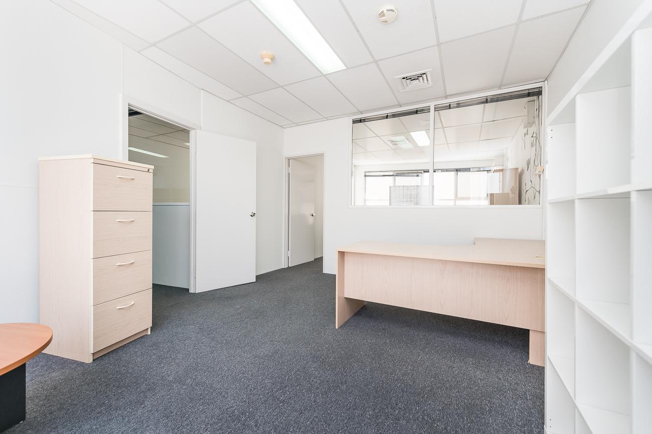 https://propertyphotos.vaultre.com.au/835/16431043__1607650050-21638-Address-39.jpg