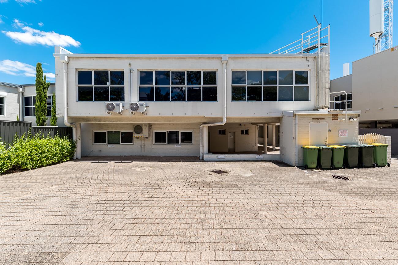 https://propertyphotos.vaultre.com.au/835/16431048__1607650077-19840-Address-17.jpg