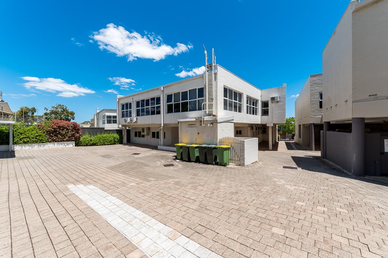 https://propertyphotos.vaultre.com.au/835/16431049__1607650079-20235-Address-18.jpg