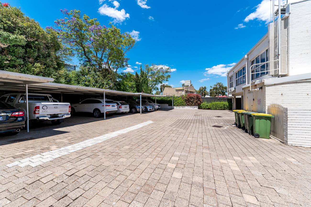 https://propertyphotos.vaultre.com.au/835/16431050__1607650082-28899-Address-16.jpg