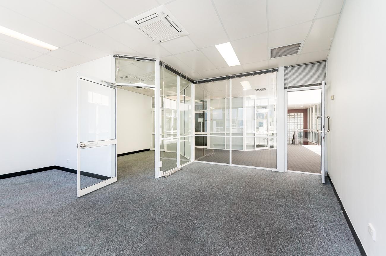 https://propertyphotos.vaultre.com.au/835/16434949__1607665897-31395-Address-98.jpg
