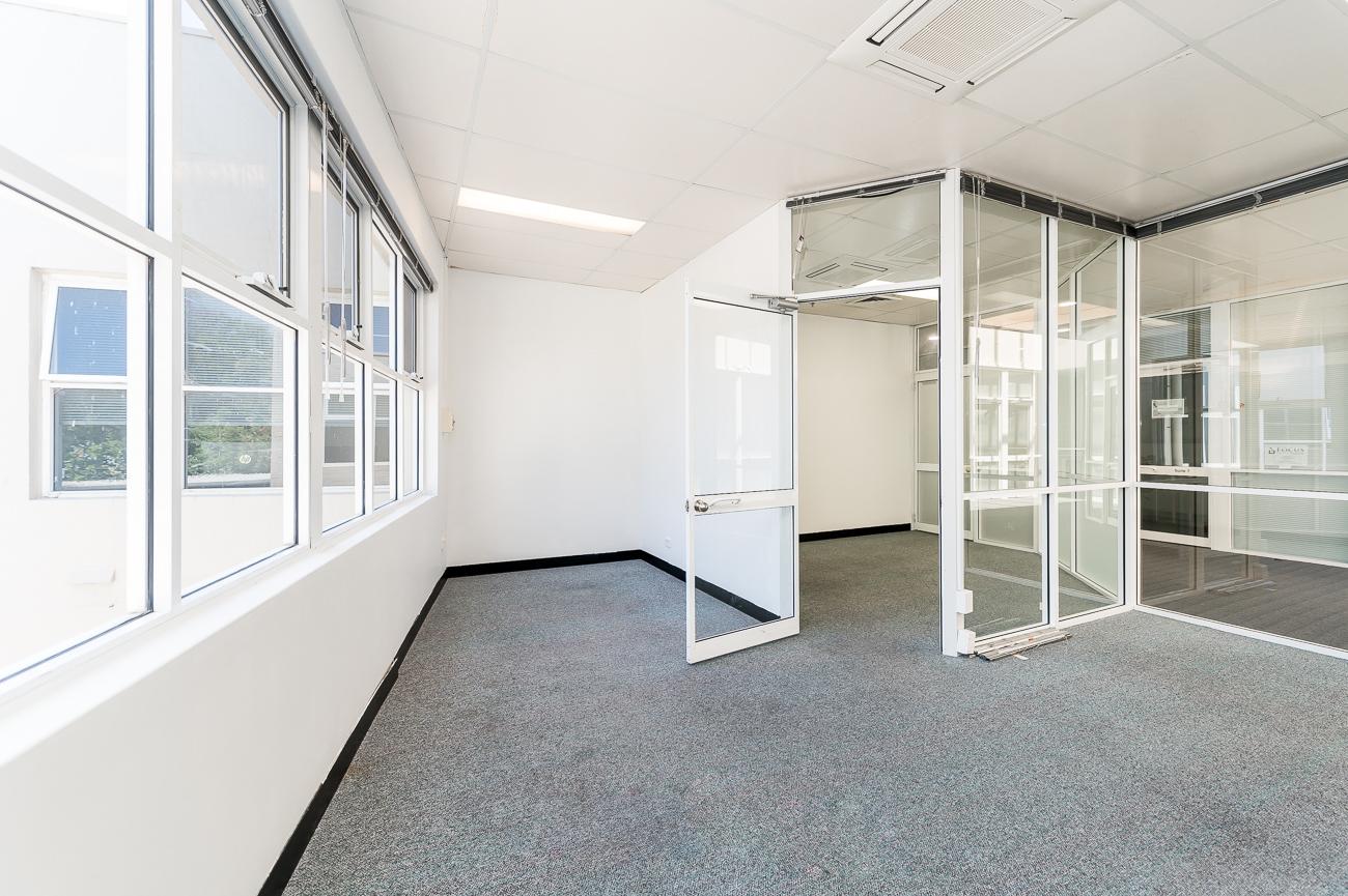 https://propertyphotos.vaultre.com.au/835/16434950__1607665898-6947-Address-99.jpg