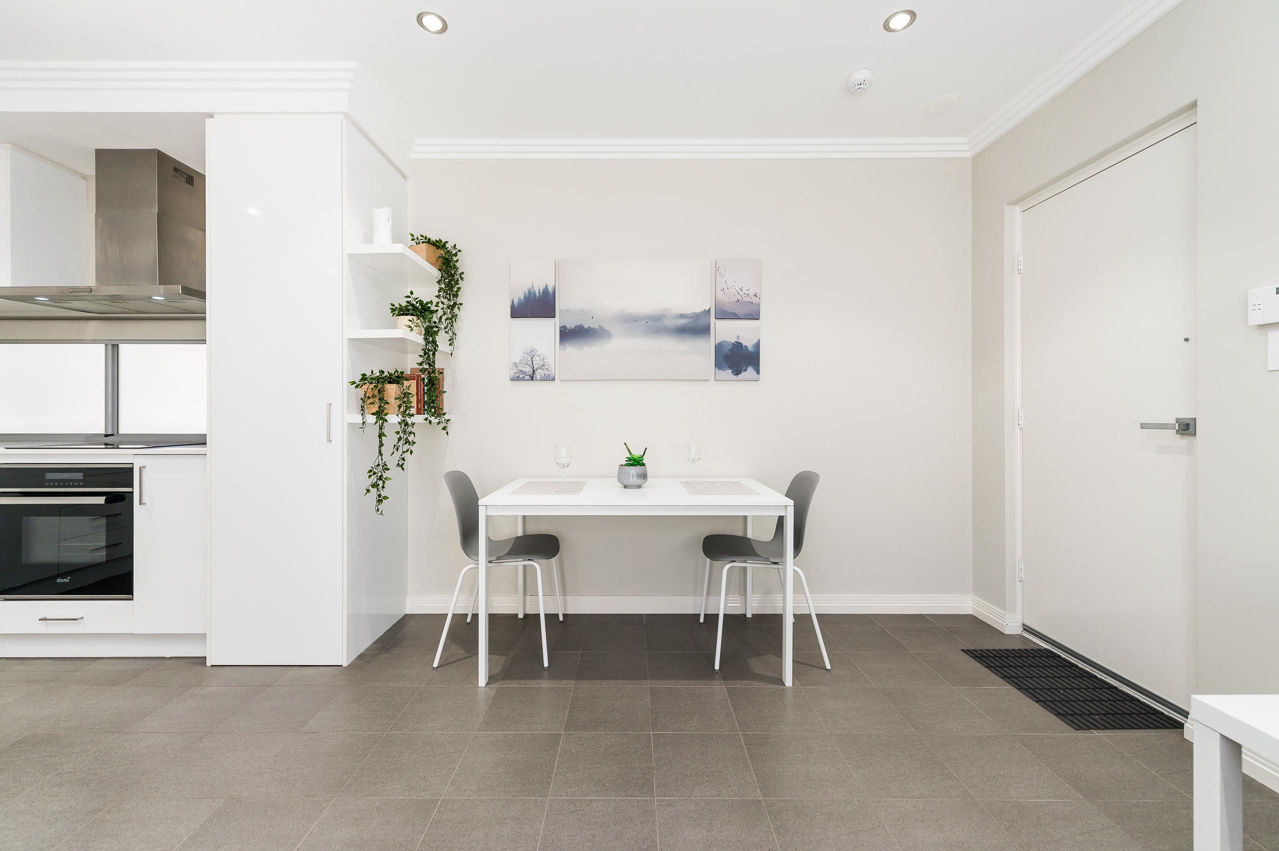 https://propertyphotos.vaultre.com.au/835/16567594__1608020183-14076-4122EdwardStOsbornePark-3.jpg
