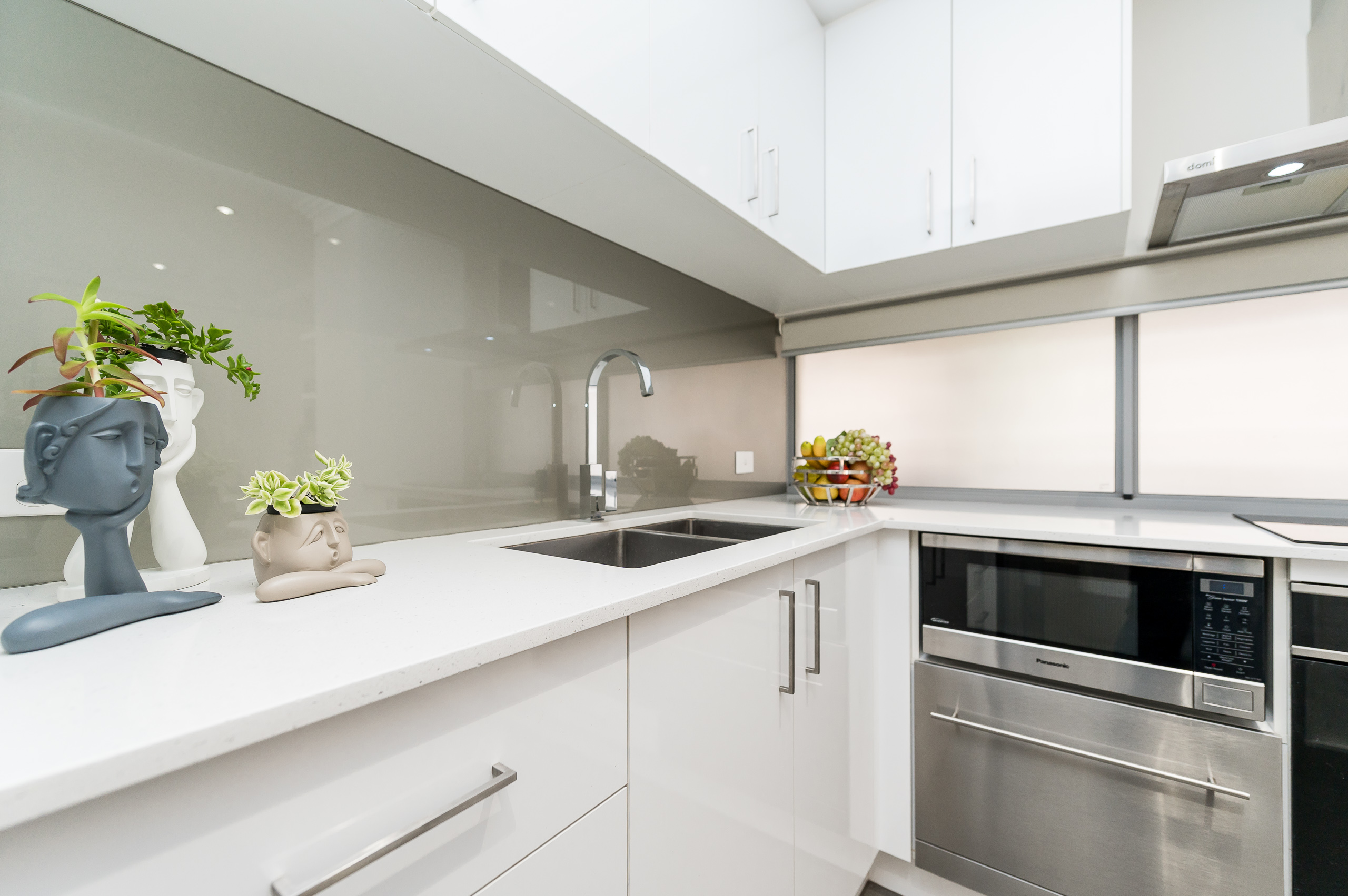 https://propertyphotos.vaultre.com.au/835/16567596__1608020185-24619-4122EdwardStOsbornePark-5.jpg