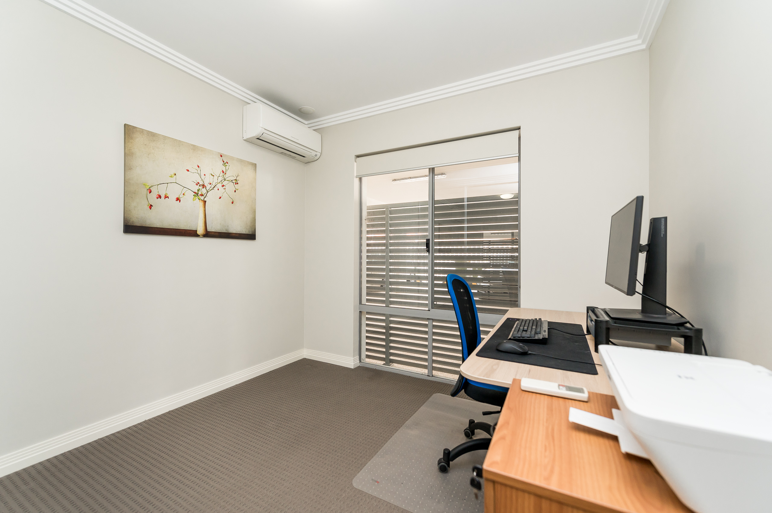 https://propertyphotos.vaultre.com.au/835/16567602__1608020193-5740-4122EdwardStOsbornePark-11.jpg