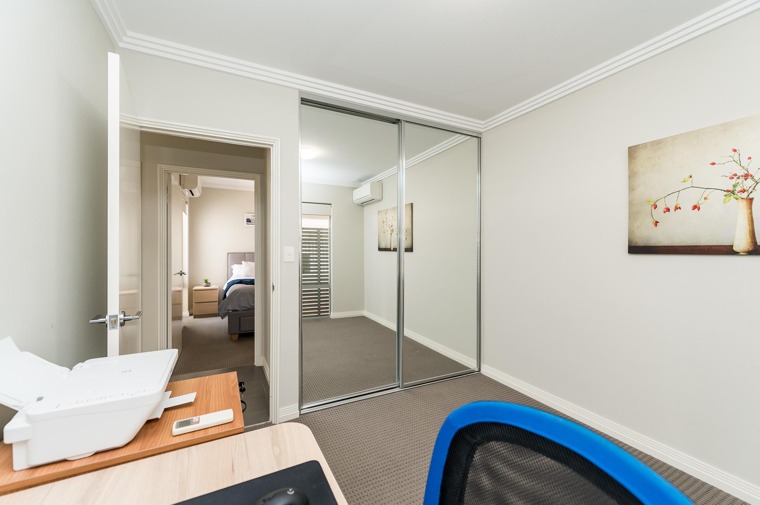 https://propertyphotos.vaultre.com.au/835/16567603__1608020194-11043-4122EdwardStOsbornePark-12.jpg