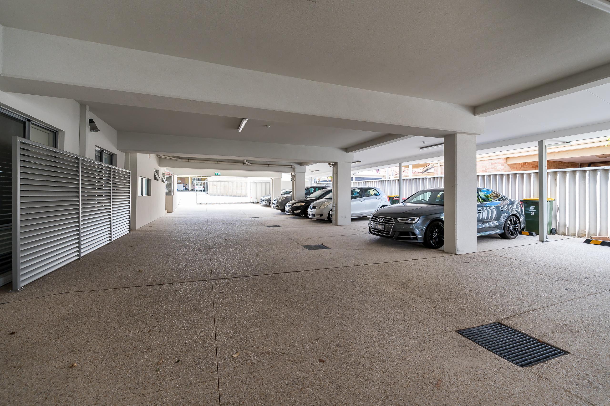 https://propertyphotos.vaultre.com.au/835/16567608__1608020201-24649-4122EdwardStOsbornePark-17.jpg